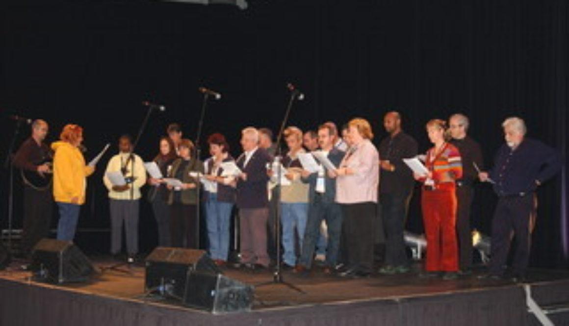 Fermeture congrès national 2004 SCEP  – Magnifique prestation de la chorale du SCEP au Congrès de Québec.